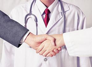 fechando contrato de convênio médico